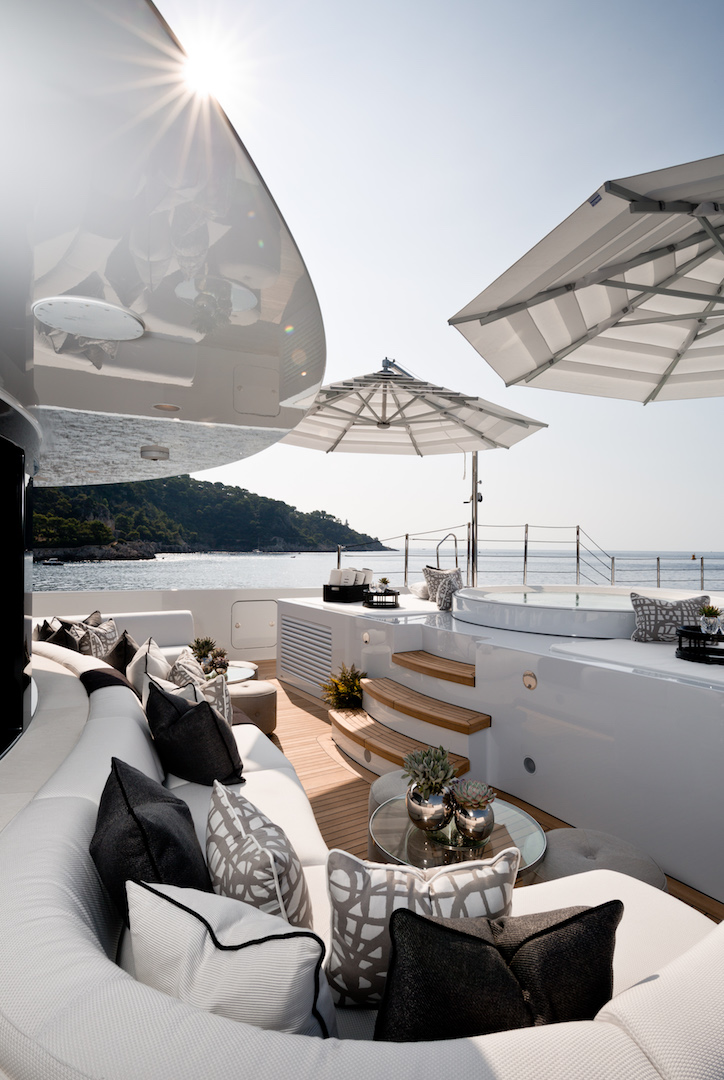 Jacuzzi and loungers sun deck