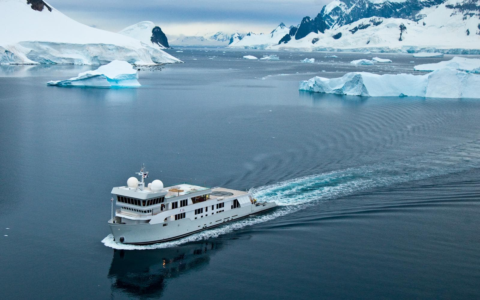 Explorer Superyacht SuRi