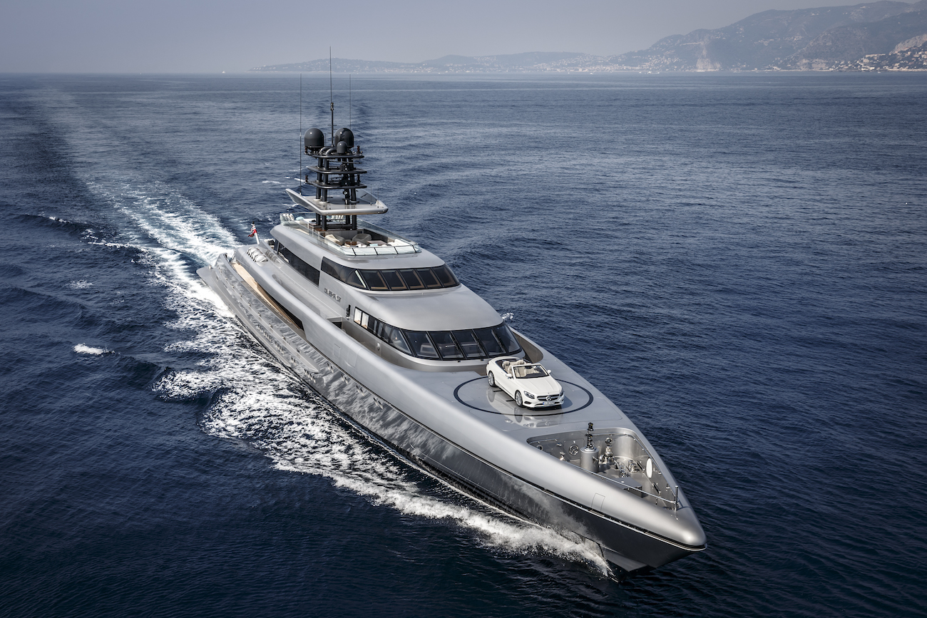 Fast Sports Mega Yacht With Mercedes S-Class Convertible