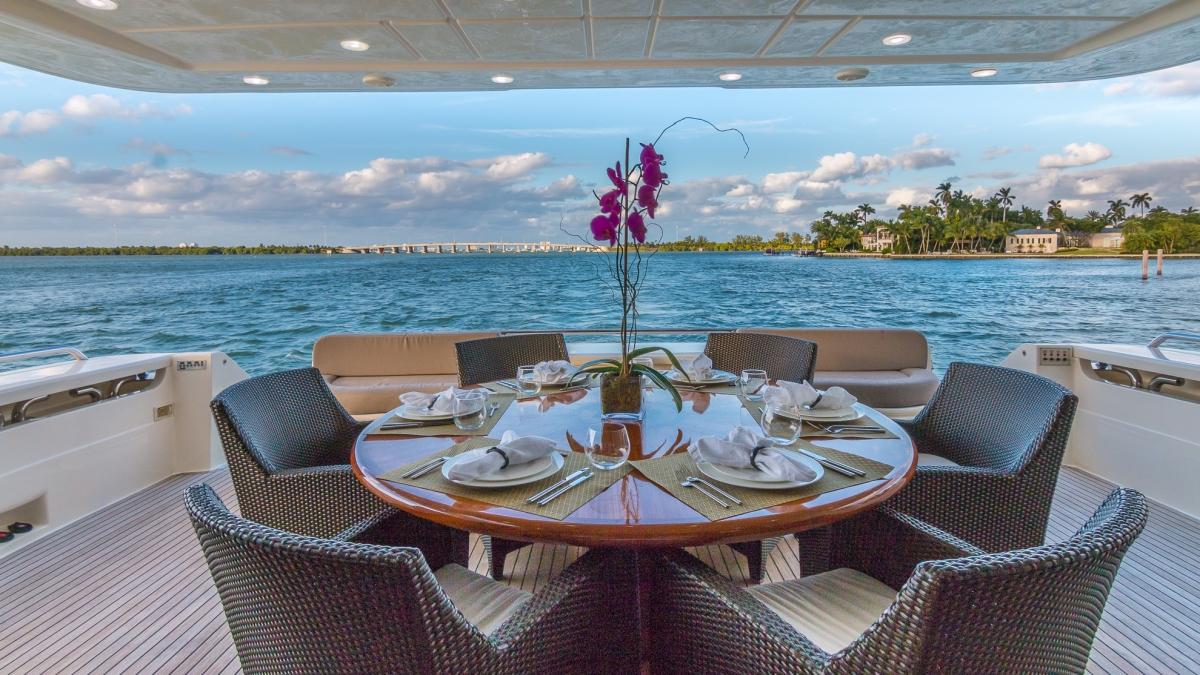Ferretti Motor Yacht CINQUE MARE - Alfresco Dining Aft Deck