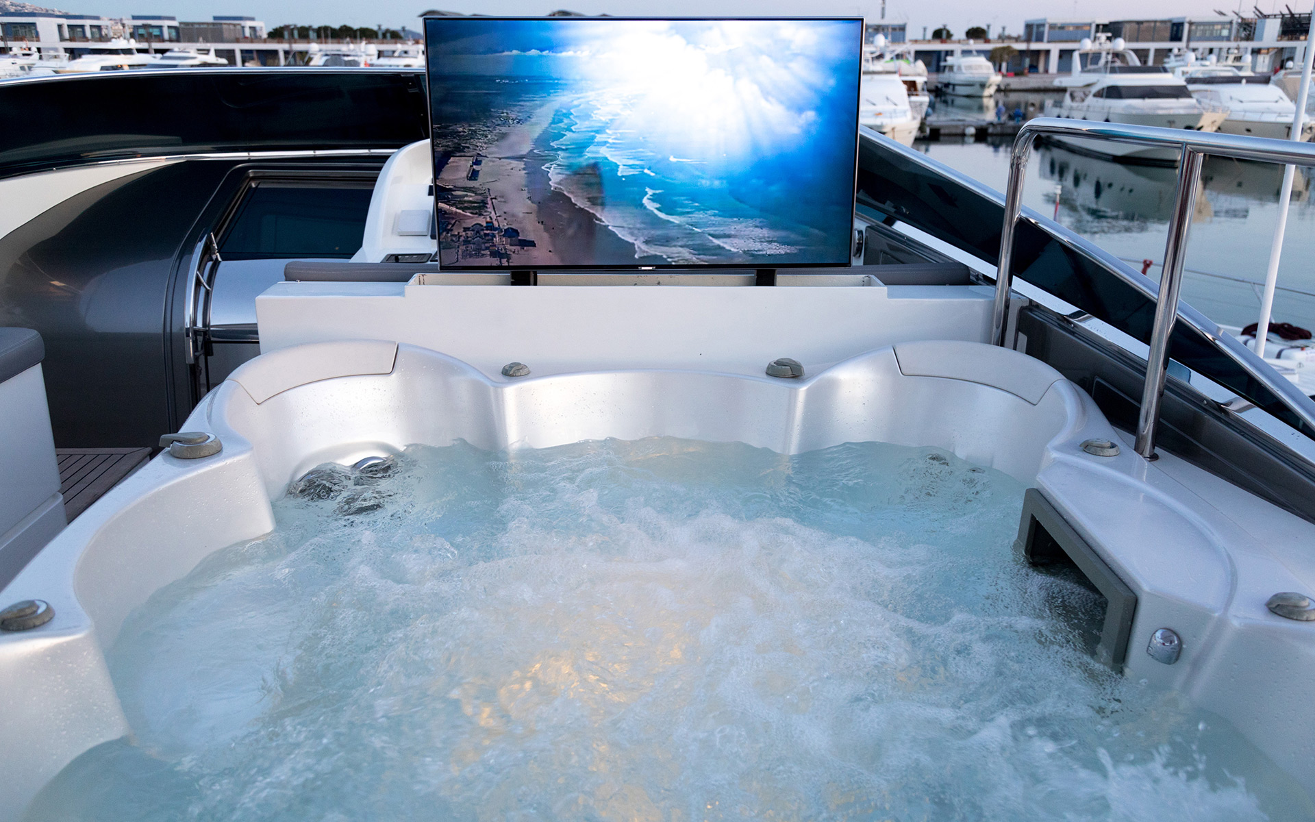 Jacuzzi With TV