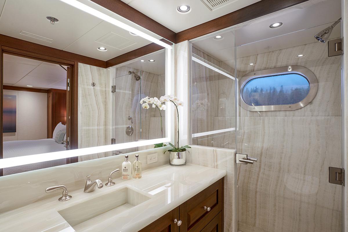 Lower Deck Guest Cabin En-suite