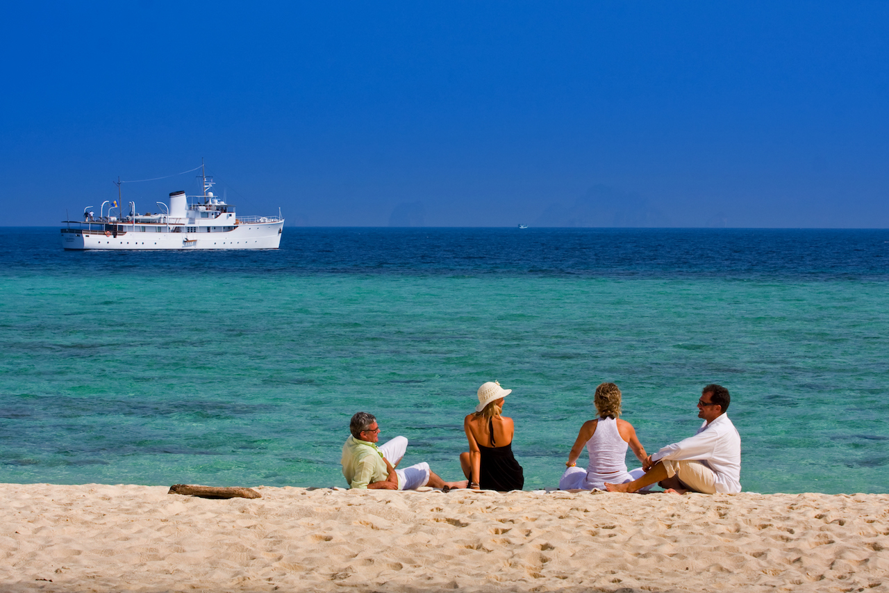 Luxury Yacht Charter With Family And Friends