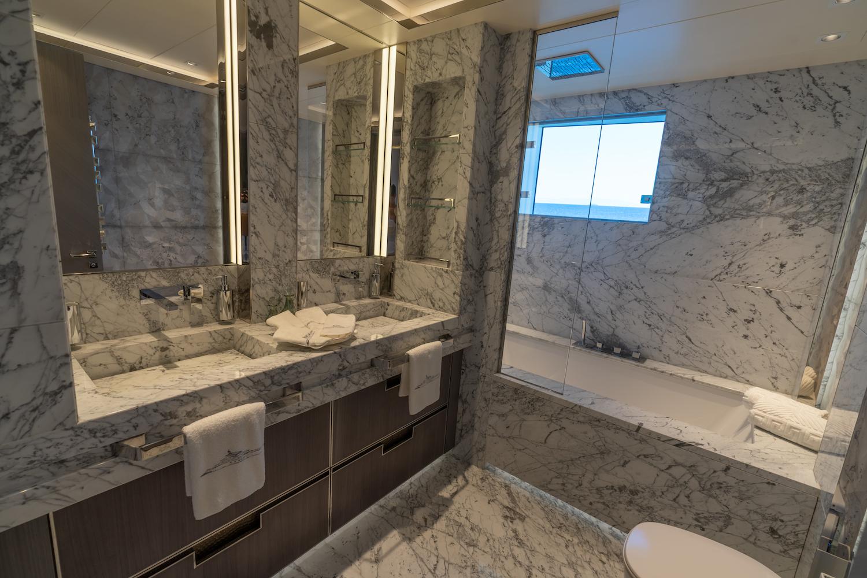 Main Deck Guest Bahtroom