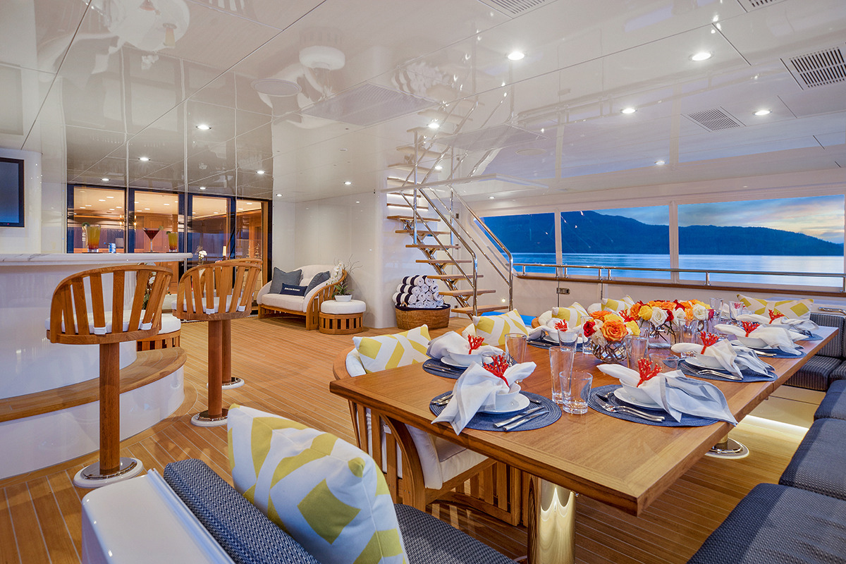 Main Deck Aft - Alfresco Dining Setup
