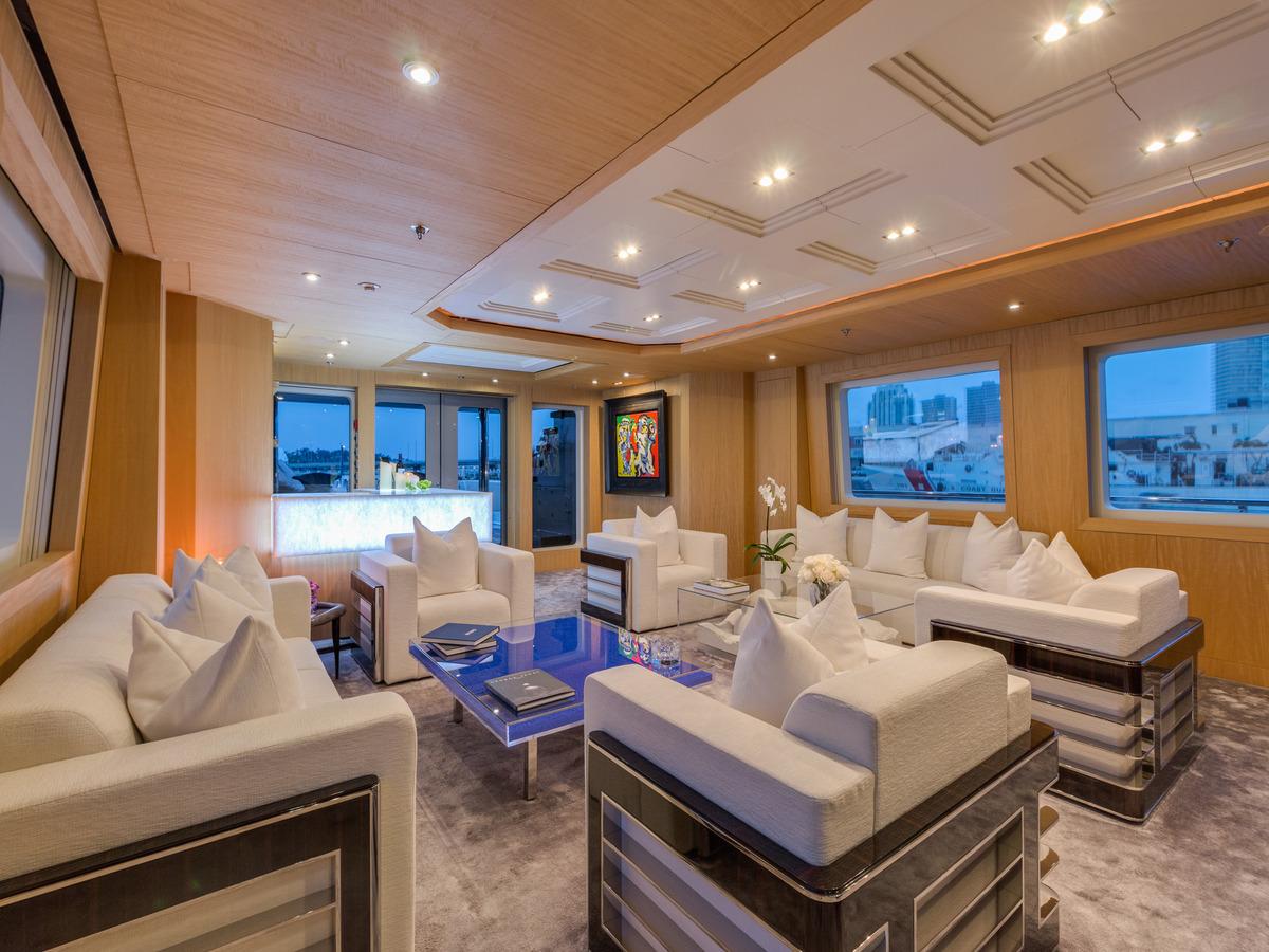 Main Salon Lounge And Bar