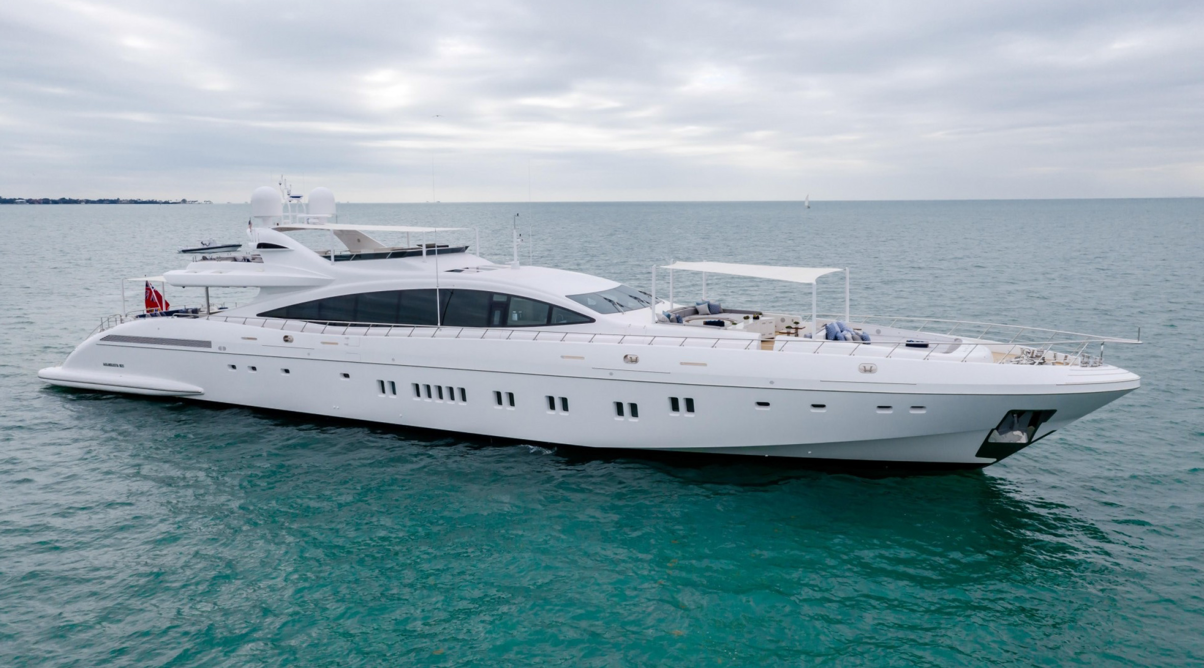 Motor Yacht Incognito Exterior