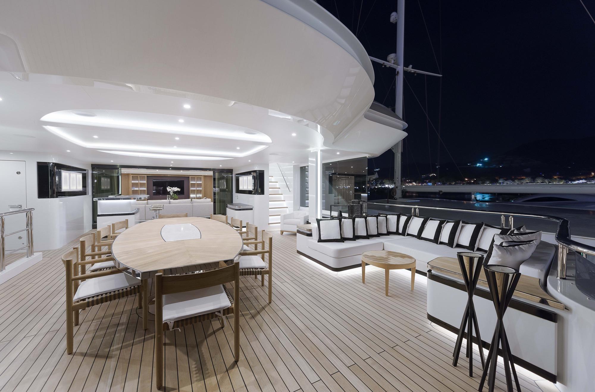 Motor Yacht LIQUID SKY By CMB Yachts - Aft Alfresco