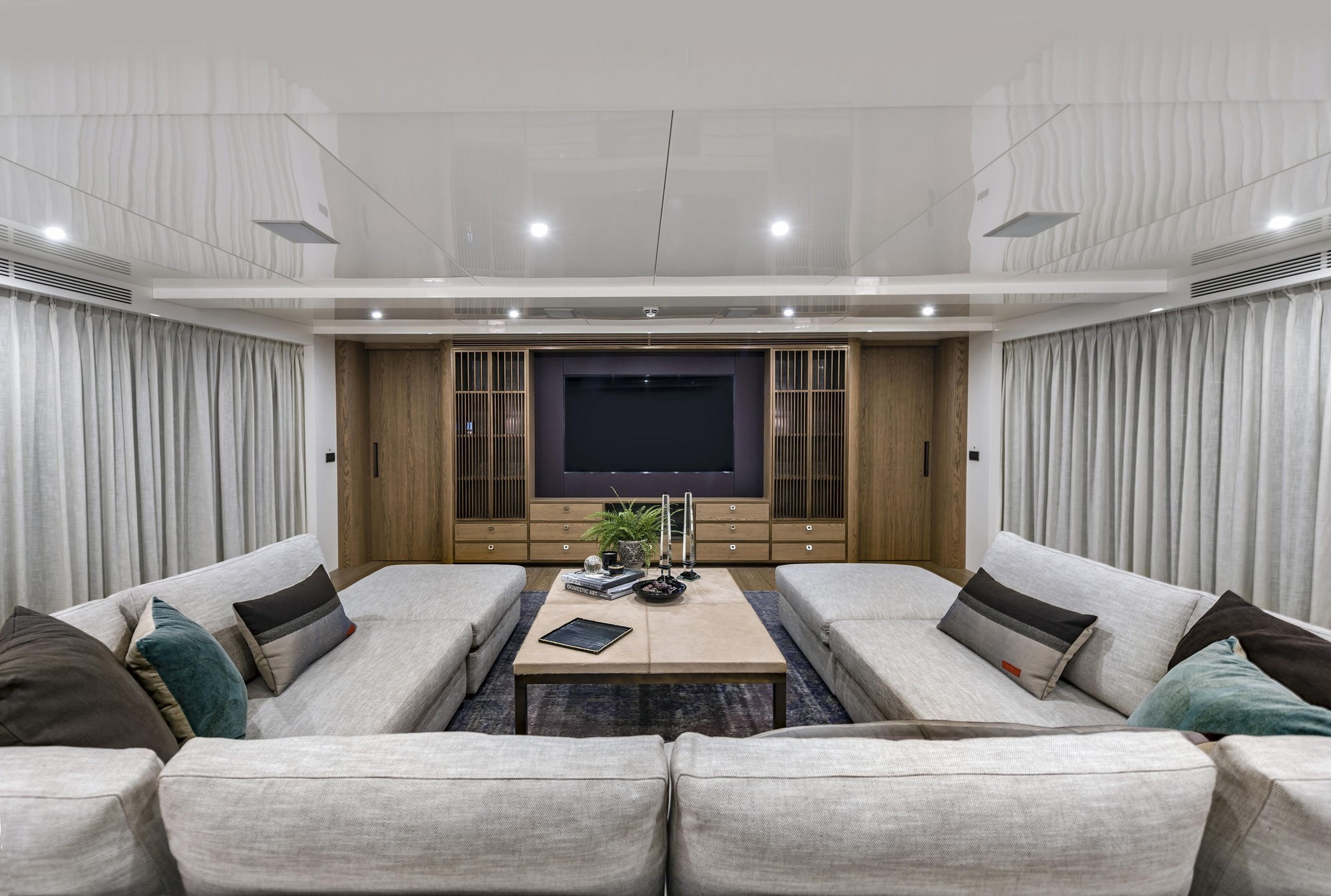 Motor Yacht LIQUID SKY By CMB Yachts - Seating