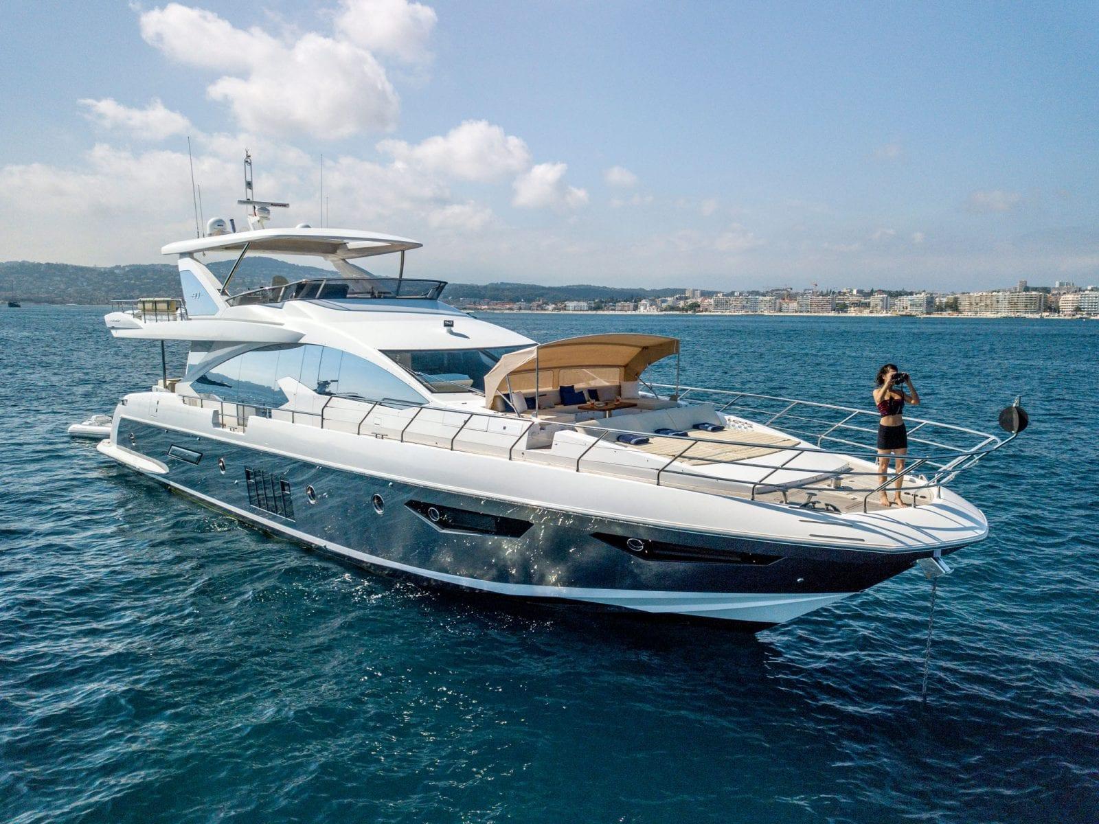 Motor Yacht INVICTUS
