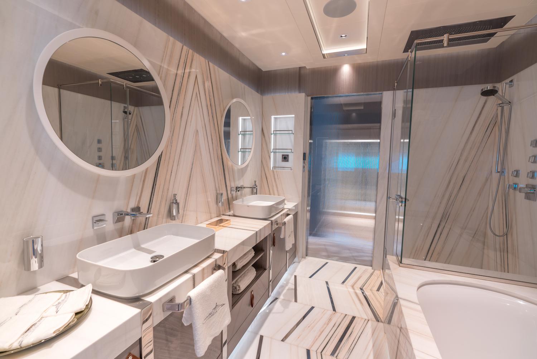 Owner Deck Master Cabin Bahtroom