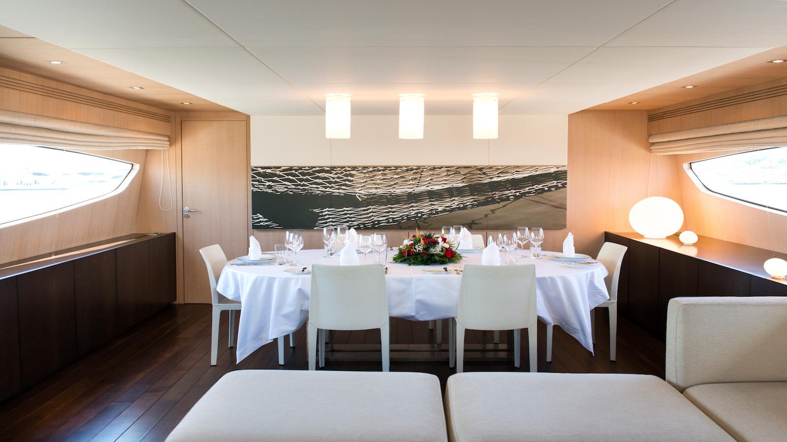 Posillipo Yacht THEORIS - Formal Dining