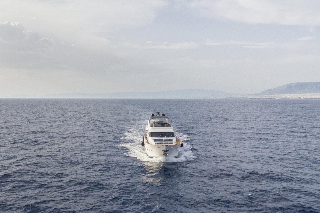 SALTY Yacht Running