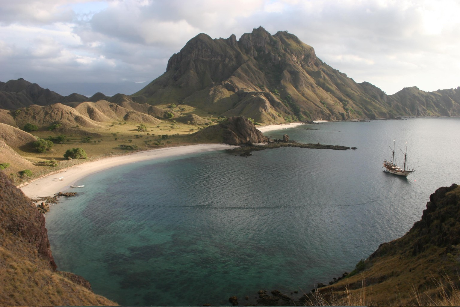 SILOLONA In The Islands Of Indonesia