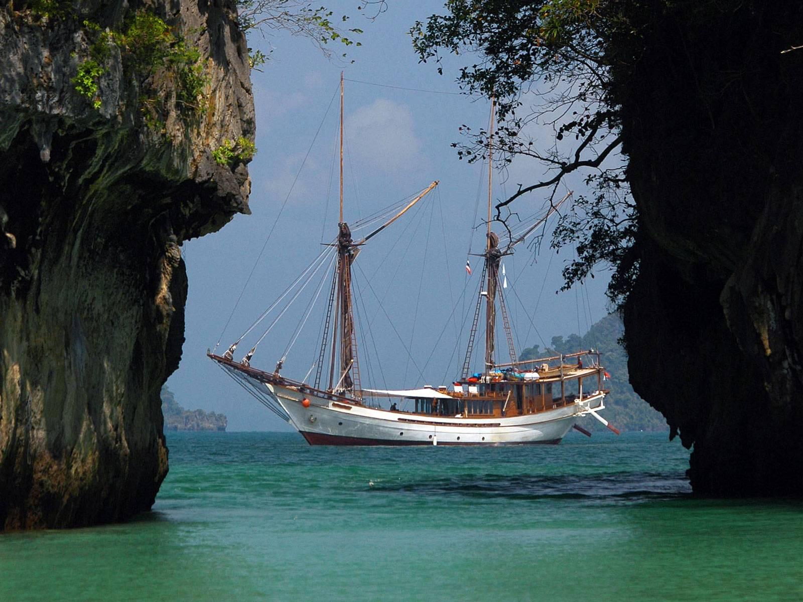 SILOLONA Sailing Yacht