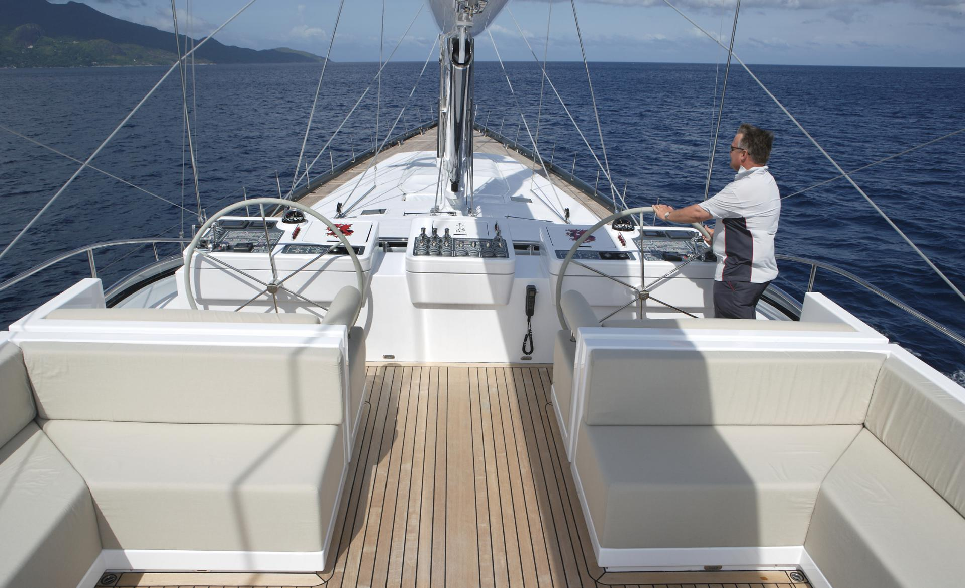 Sailing Yacht RED DRAGON By Dubois - Flybridge