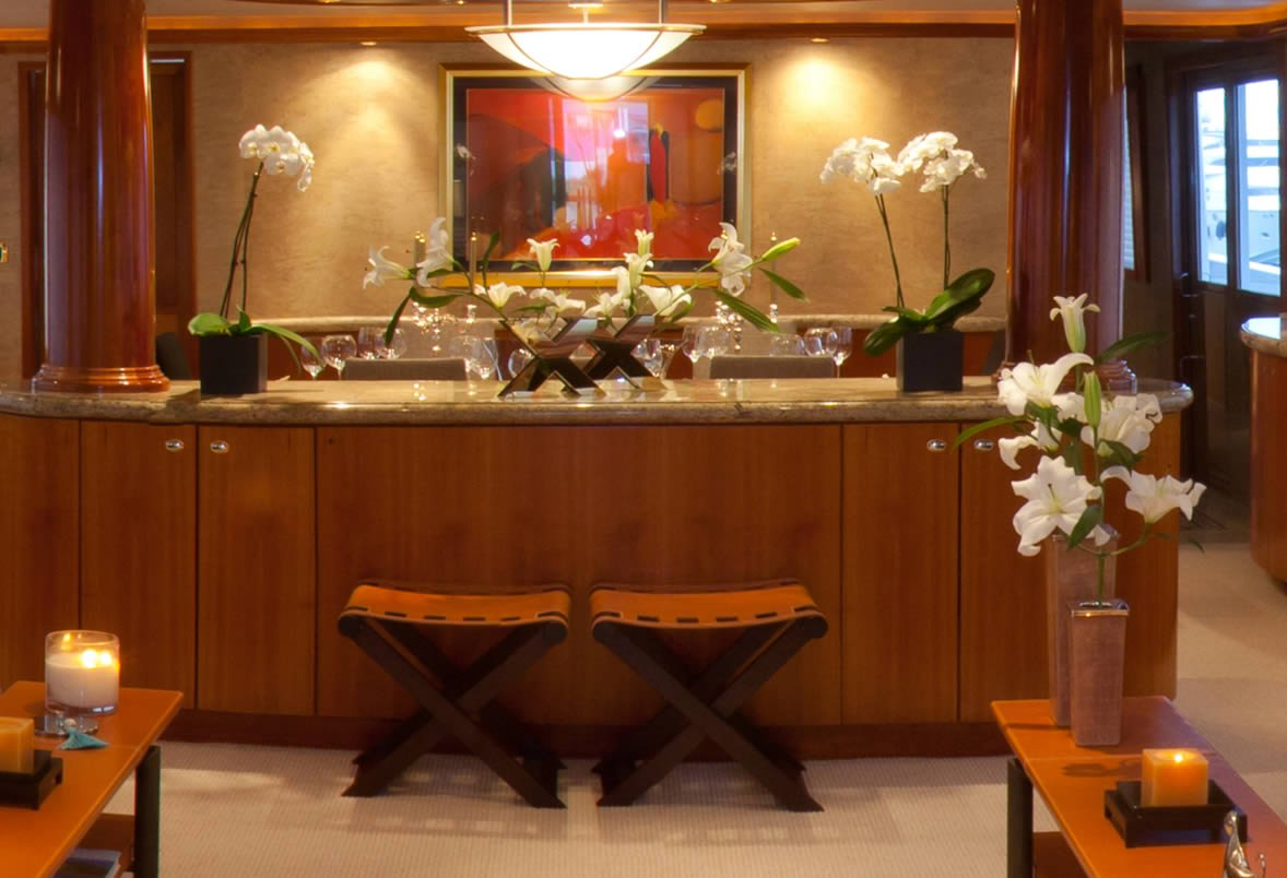Salon Dining