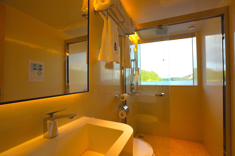 Second Floor Main Deck Cabin  Ensuite Bathroom