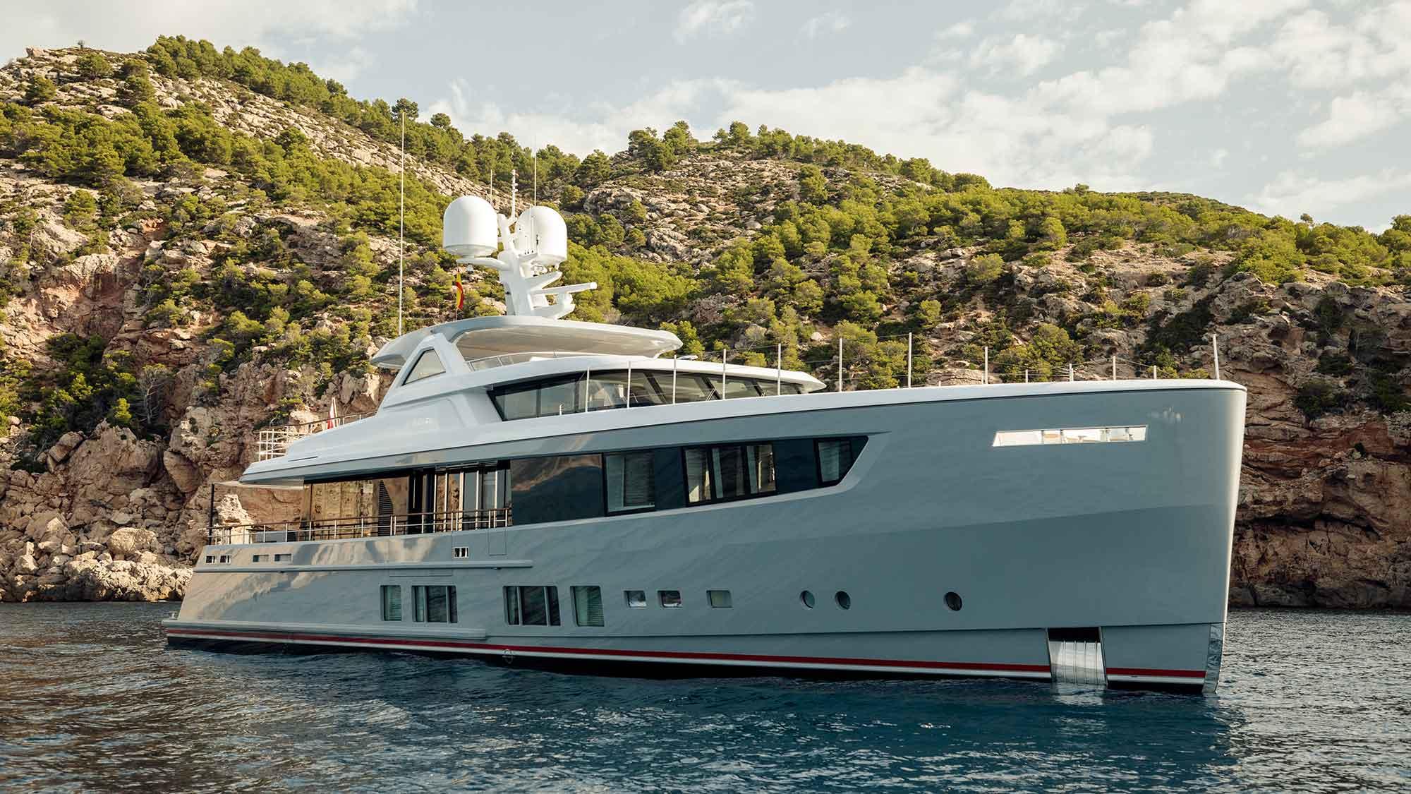 Superyacht DELTA ONE