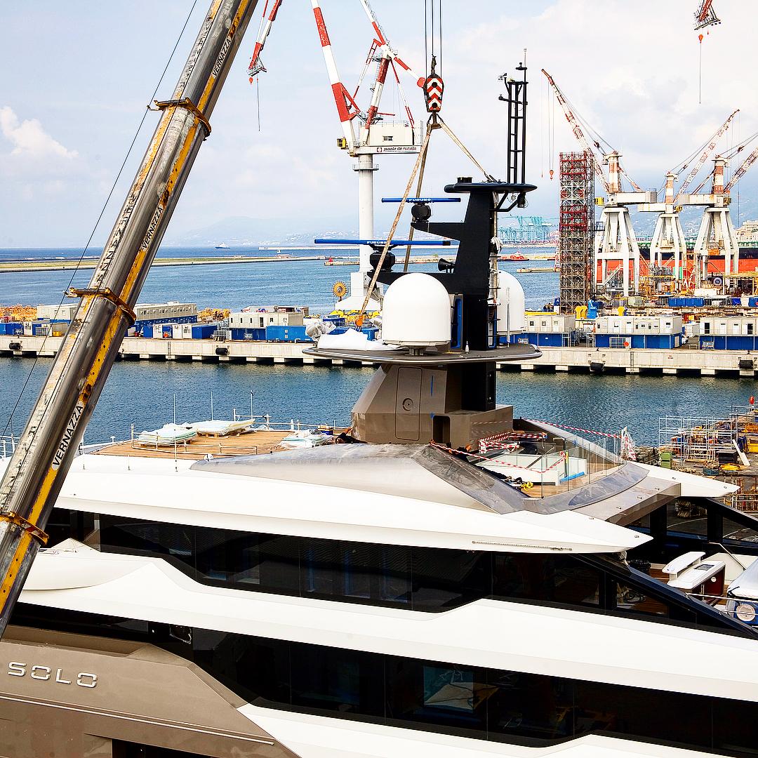 Tankoa Superyacht SOLO Mast Installation