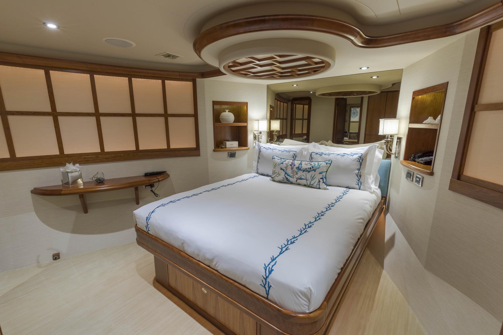VIP Queen Cabin