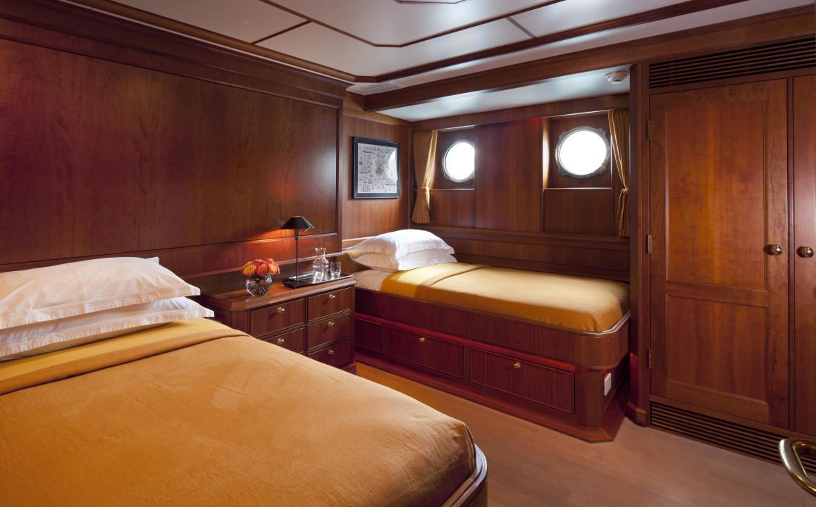 Vripack Yacht Pioneer Twin Cabin