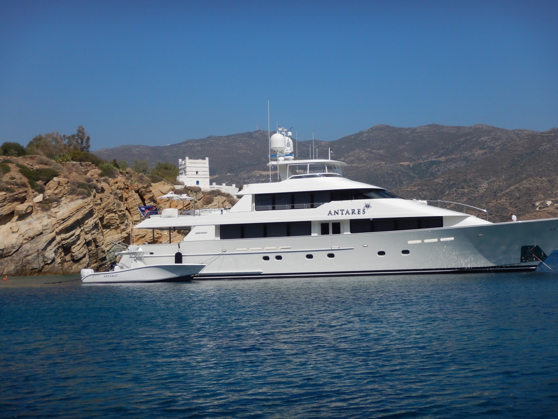 Westport Motor Yacht ANTARES - Profile With Tender
