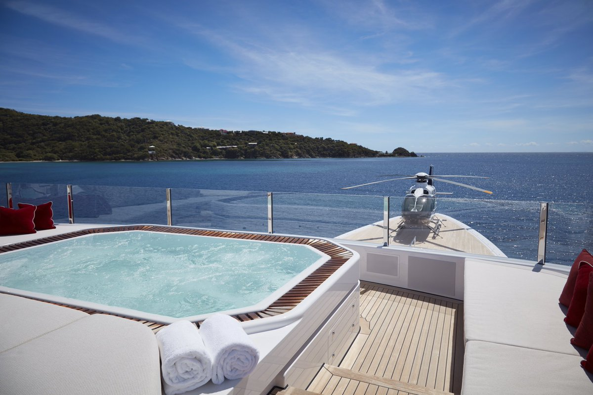 Yacht 92m  By Feadship - Helicopter On Bow