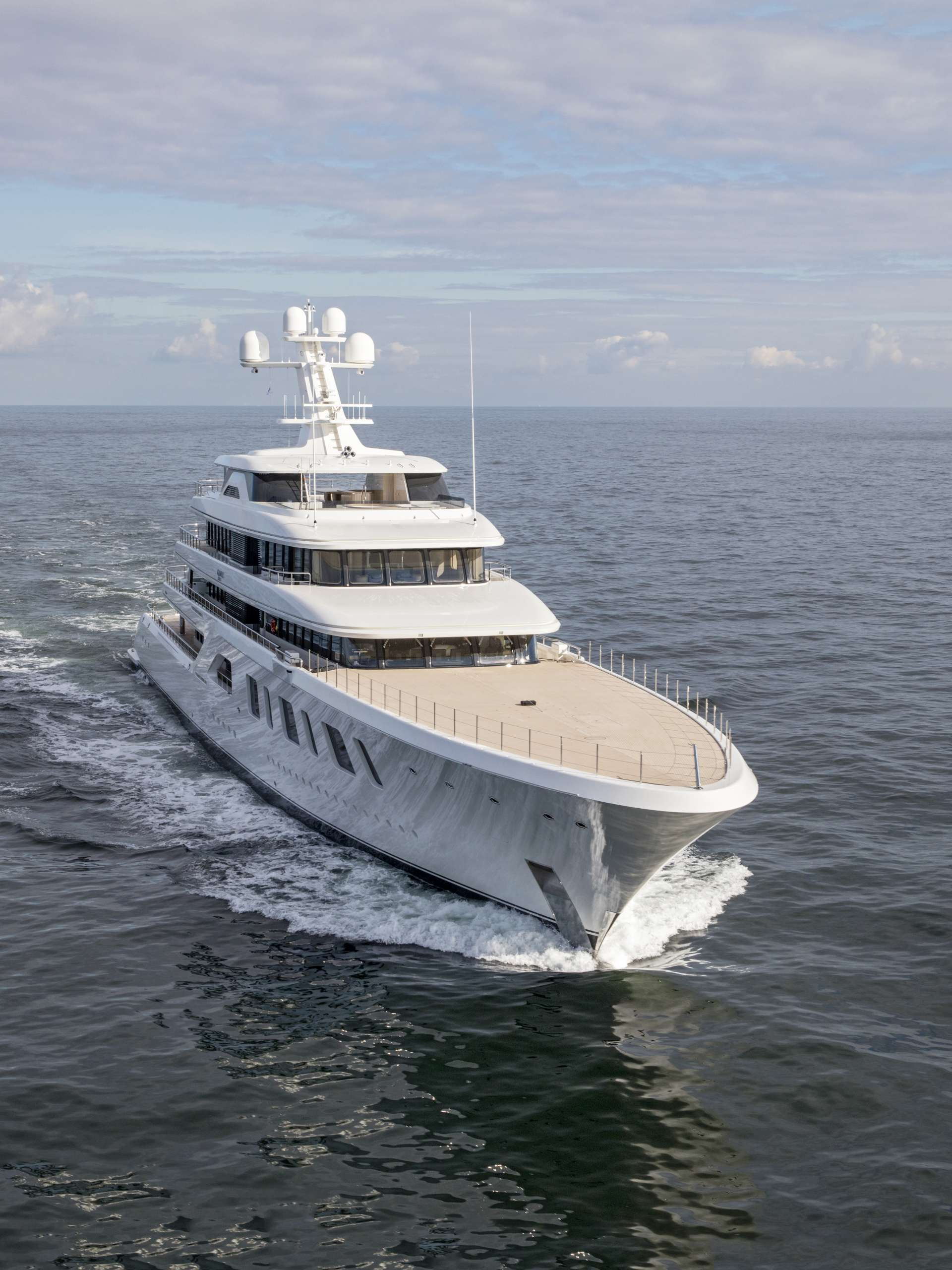 Yacht 92m  By Feadship - Underway At Sea