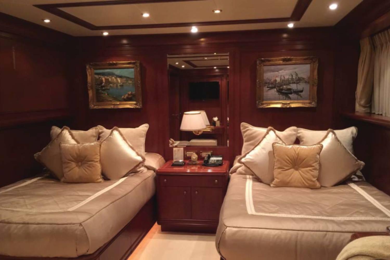 Yacht APOGEE - Twin