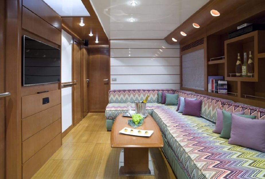 Yacht Baia 78 Saloon