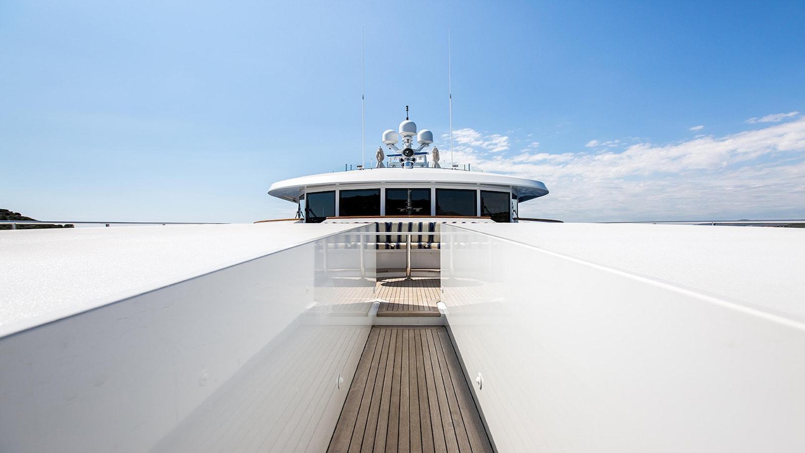 Yacht Mustique By Trinity - Forward Back To Bridge