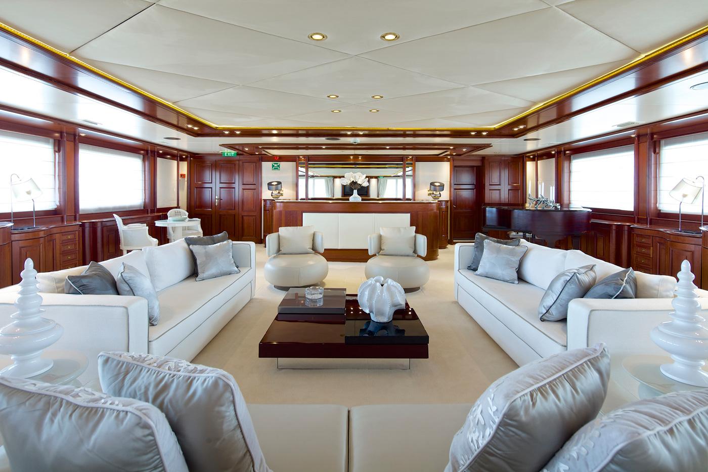 Yacht OMEGA - Sitting