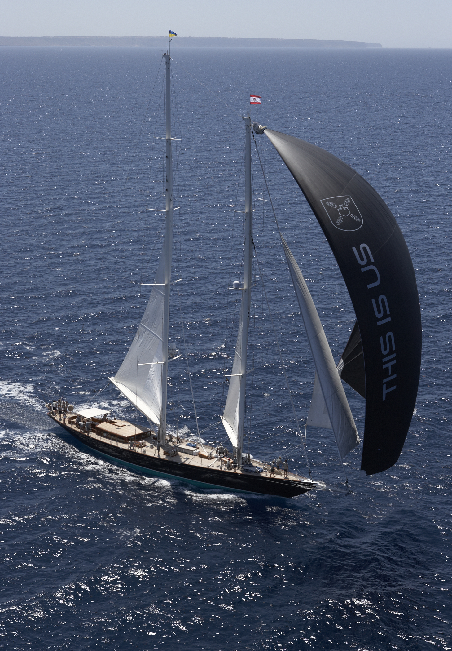Yacht THIS IS US - Under Full Sail With Spinaker