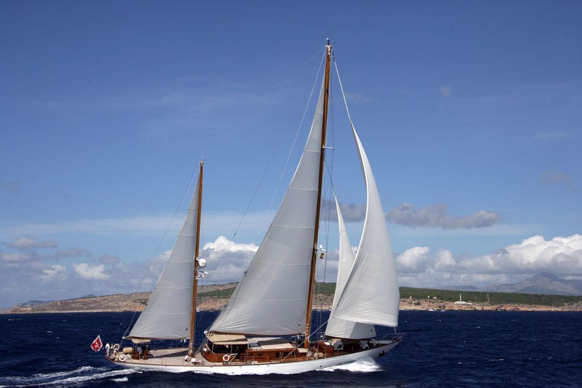 Yacht TIZIANA Sailing