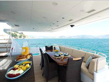 37m Luxury Motor Yacht VIVA MAS (ex AQUASITION, COCO LOCO)