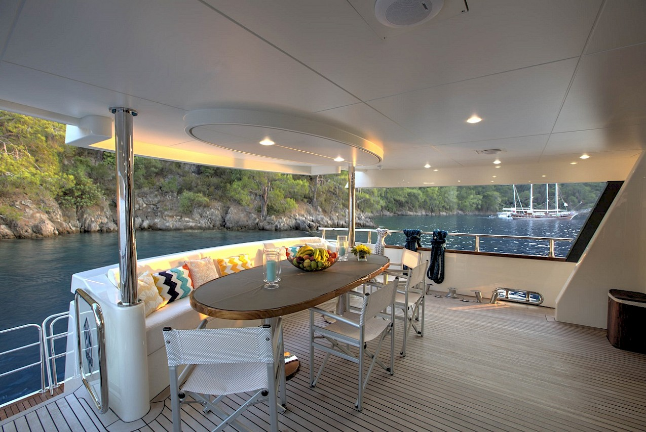 Aft Deck Dining Table Alfresco