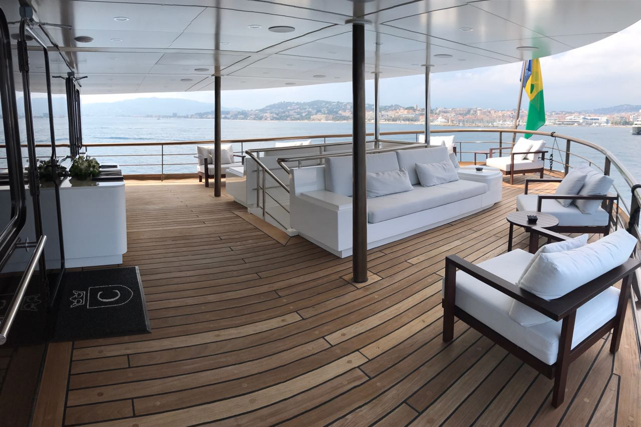 Aft Deck Lounging And Seating