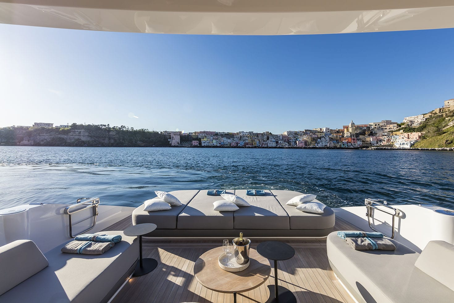 Aft Deck With Sunbathing Area