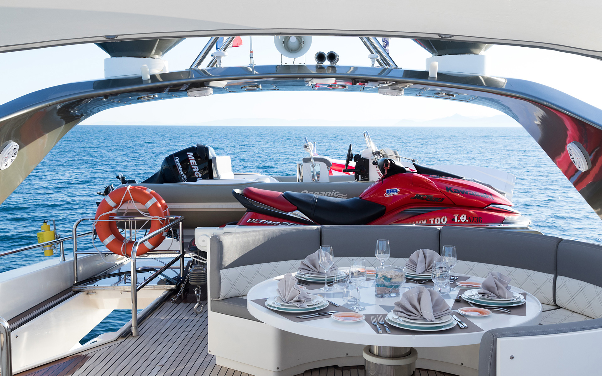 Alfresco Dining And Water Toys - Aft Deck