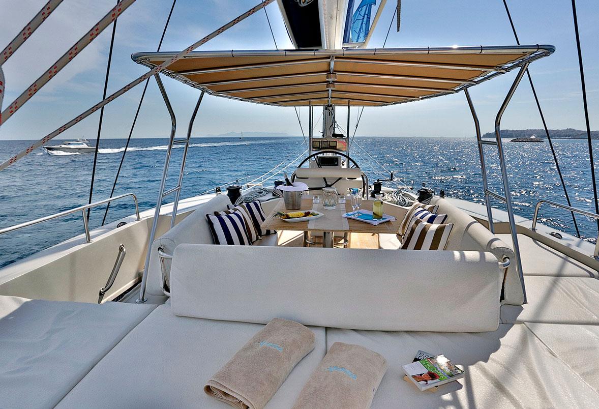 Charter Catamaran Anassa Flybridge