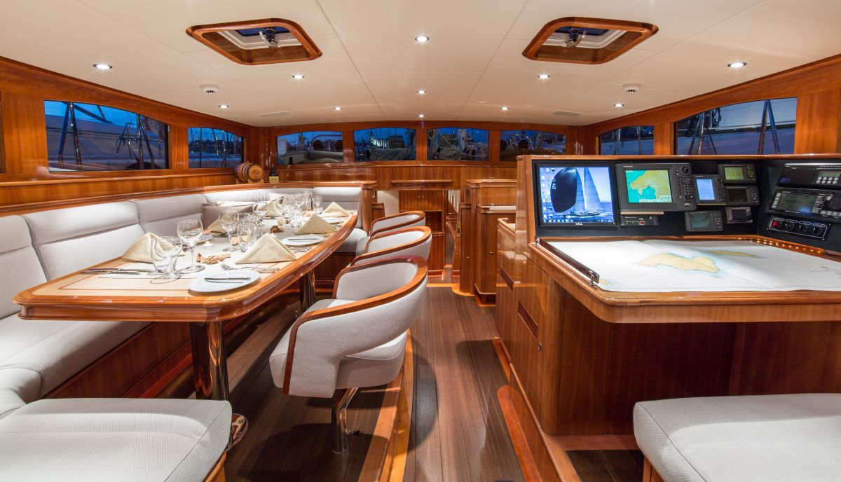 Deckhouse With Dining
