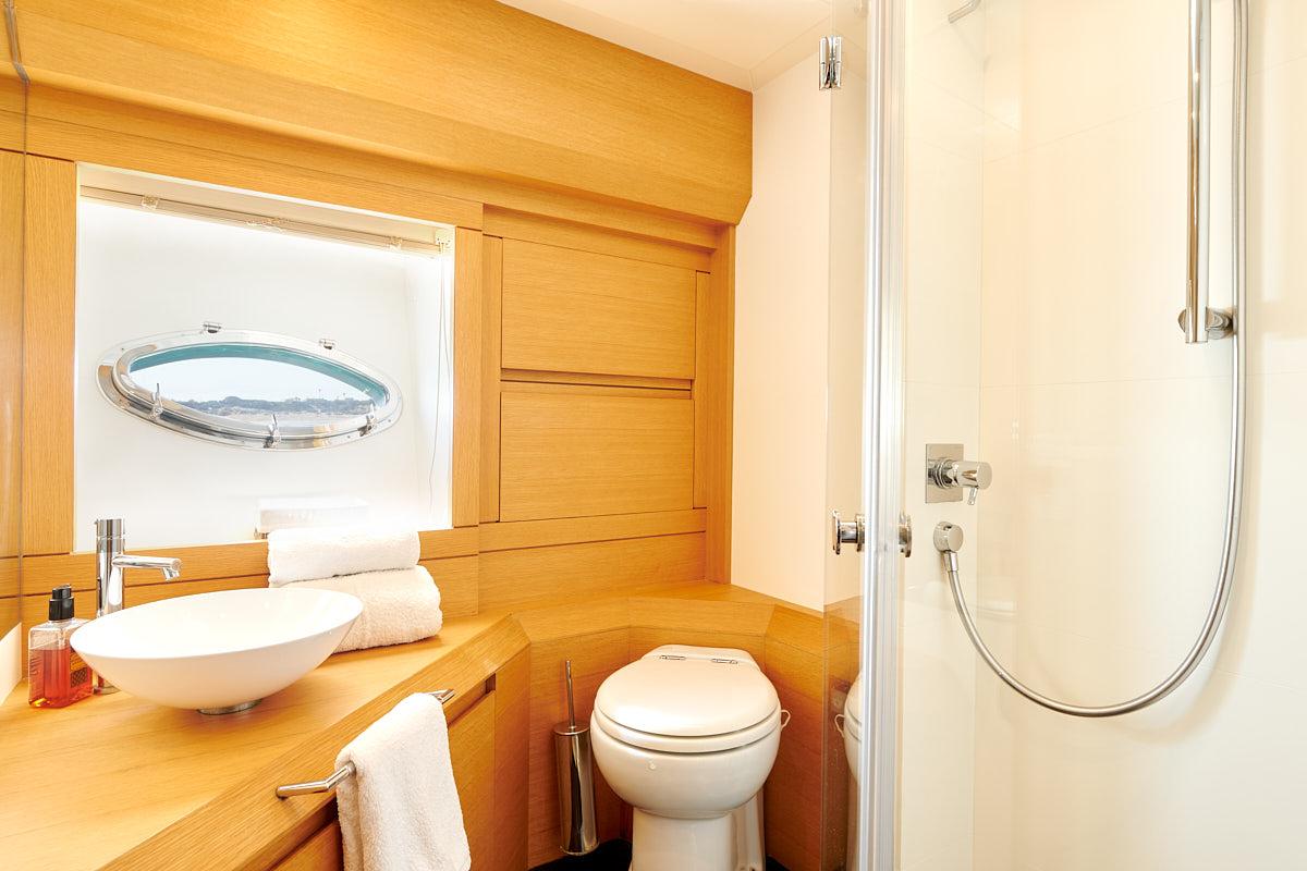 Double Cabin Ensuite Bathroom