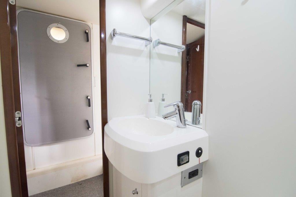 Ensuite Bathroom Twin