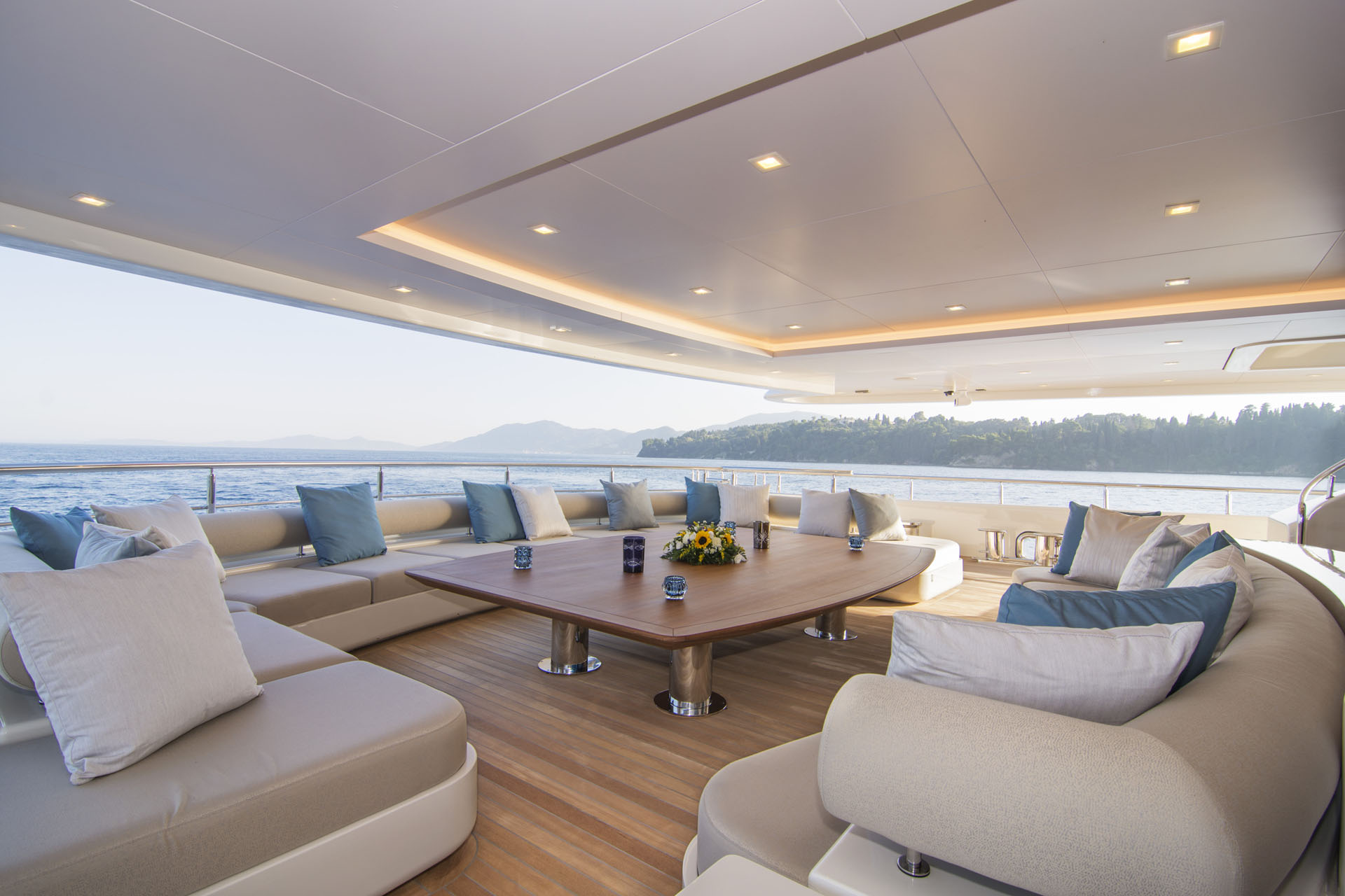 Huge Aft Deck Seating Area