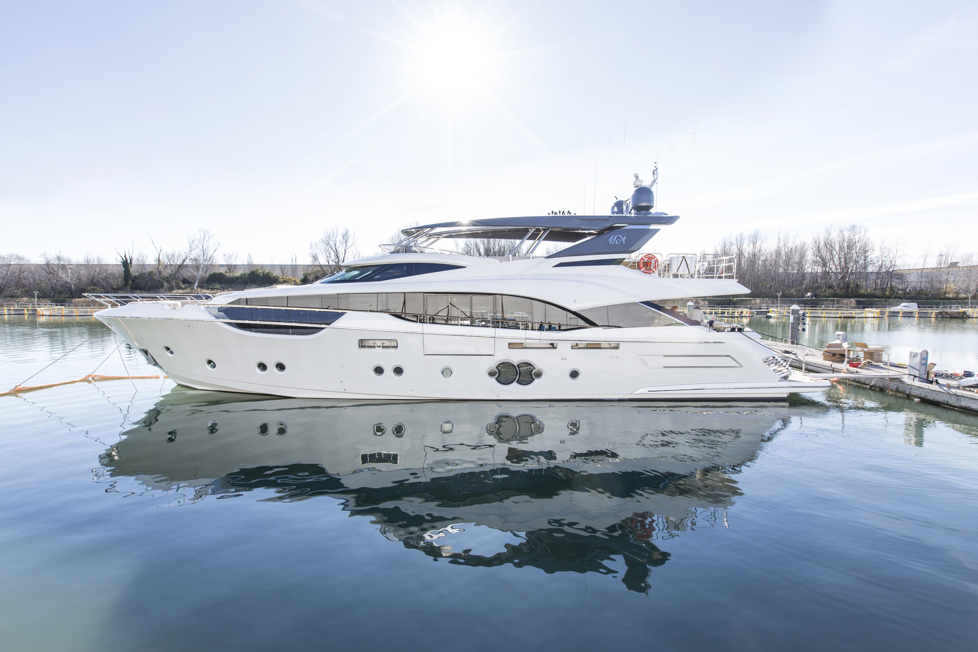 Motor Yacht ESMERALDA OF THE SEAS - Profile shot