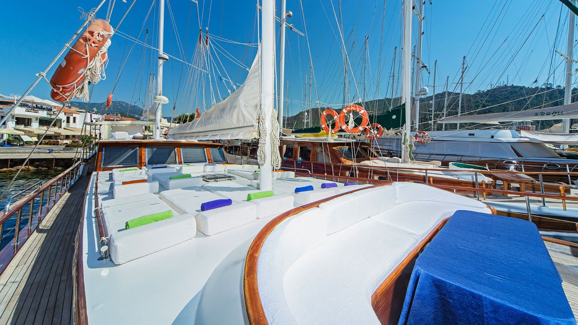 Sunpads on the foredeck