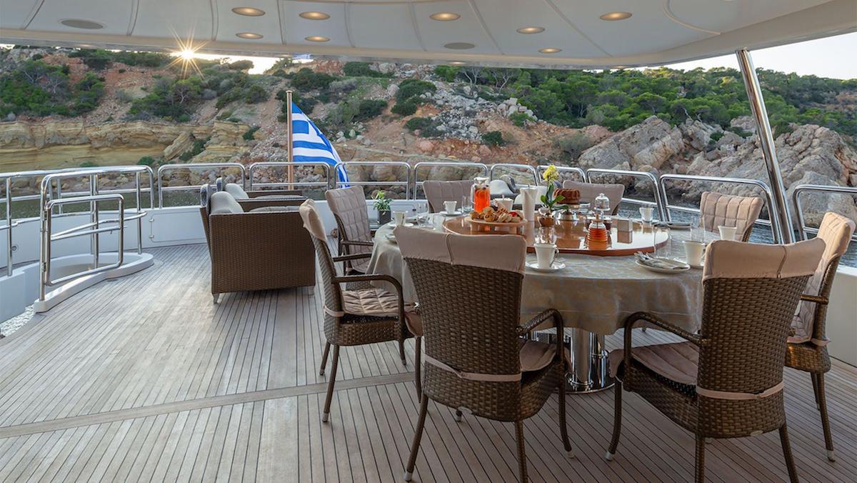 Upper Deck Alfresco Dining Area