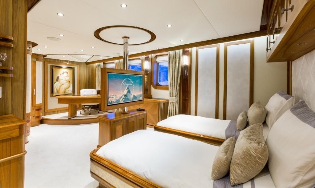 The 77m Yacht LEGEND