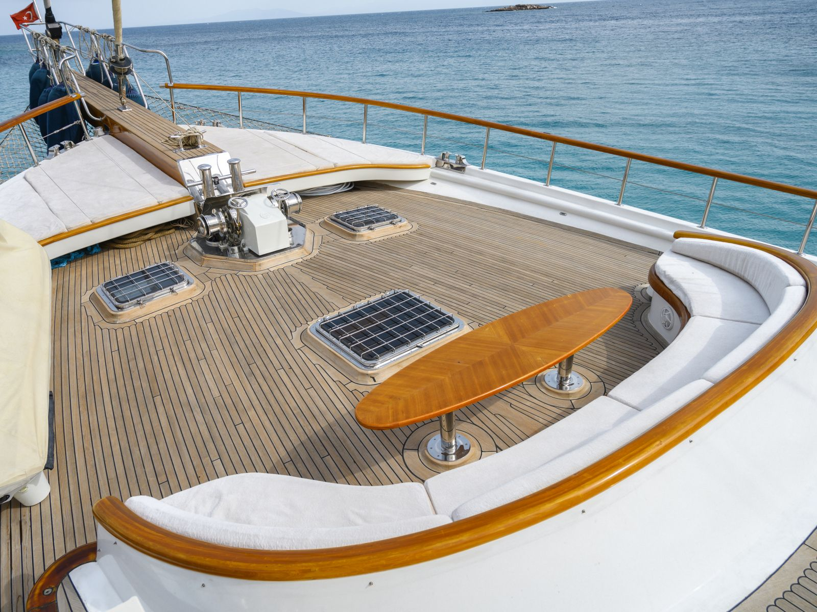 Foredeck view forward